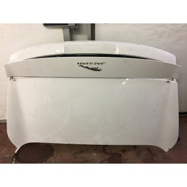 F-TYPE CONVERTIBLE BOOT LID WITH DEPLOYABLE SPOILER